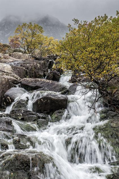 llyn idwal waterfall autumn snowdonia north wales ogwen photo