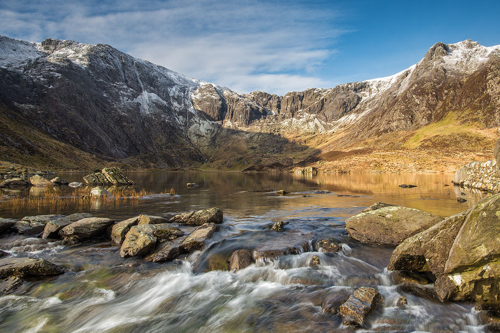 cwm idwal spring sunrise photo snowdonia ogwen north wales photos
