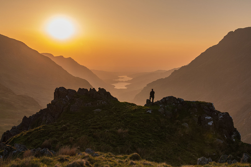 stunning sunset from the llanberis pass in snowdonia north wales