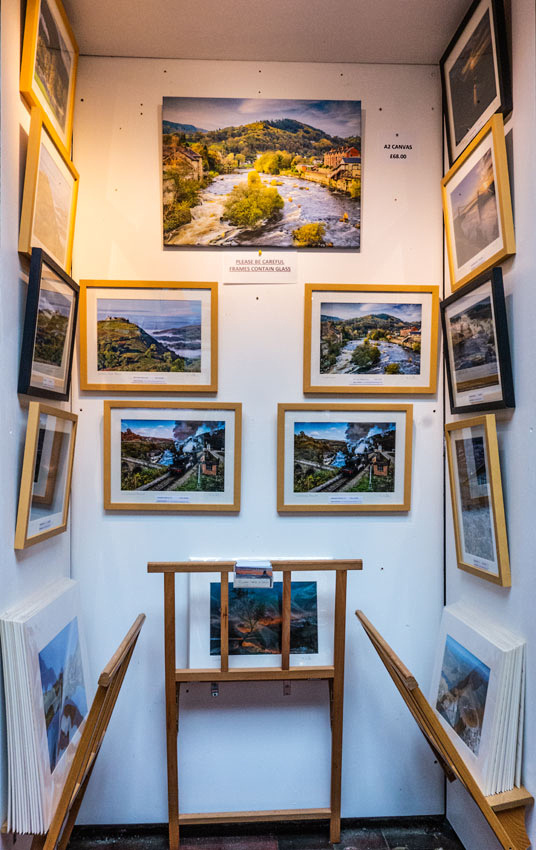 Market on the fringe Llangollen photo display by north wales photographer simon kitchin