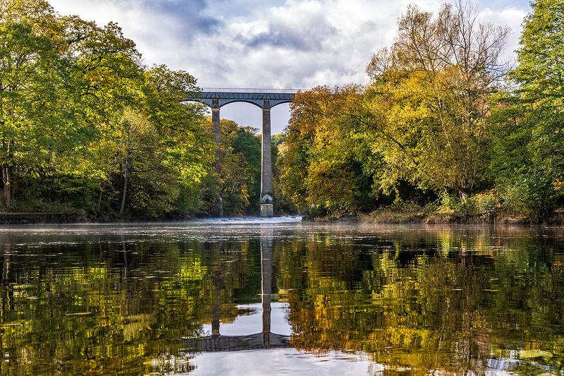 pontcysyllte aqueduct autumn reflections river dee llangollen north wales