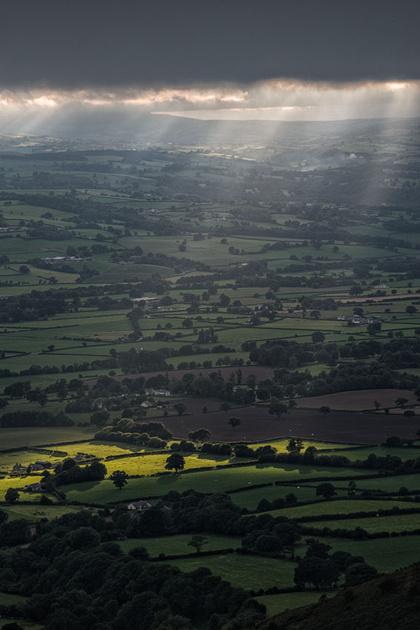vale of clwyd sunburst photo north wales moel famau clwydian hills