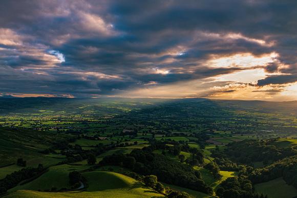 moel arhtur heather strewn summit vale of clwyd