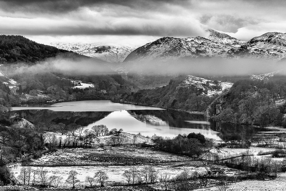 llyn gwynant winter snow in snowdonia north wales