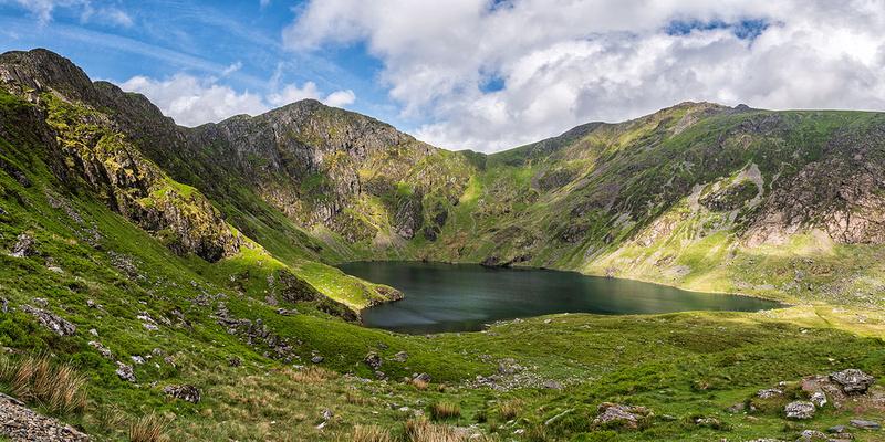 cadair idris nowdonia mountain cwm cau photo north wales