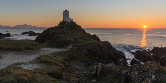 twr mawr lighthouse sunset photo anglesey llanddwyn island north wales