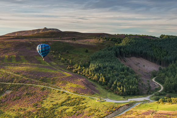moel famau hot air ballon photo clwydian hills