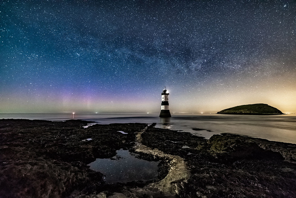 penmon lighthouse milky way photo anglesey northern lights aurora north wales astro photography