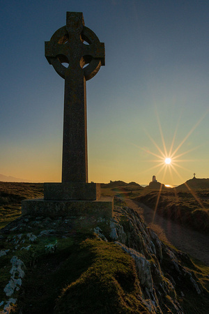 llanddwyn island sunset photo cross lighthouse walking anglesey sunburst